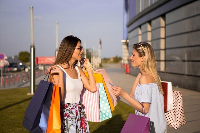 ženy s nákupnými taškami.jpg